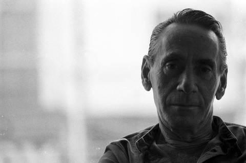ORG XMIT: 491501_0.tif Música: o cantor gaúcho Nelson Gonçalves posa para foto em entrevista. (12.09.1986. Foto: Fábio M. Salles/Folhapress. Negativo: 07221.86)