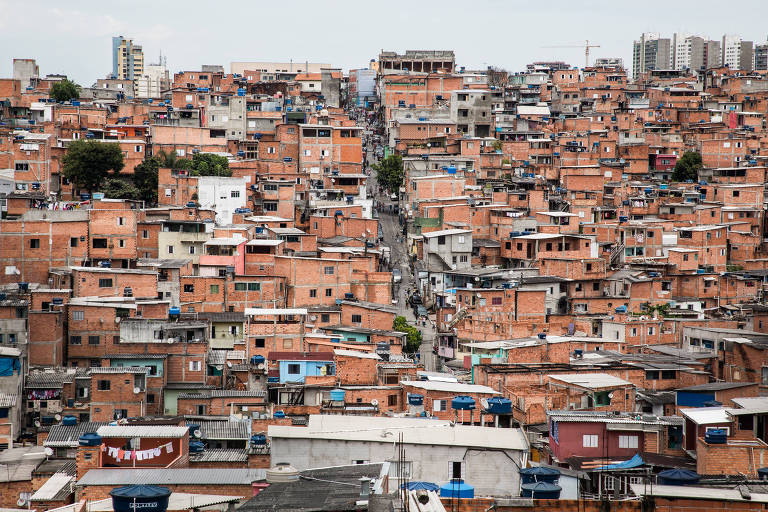 Metade da população do Brasil ganha R$ 754