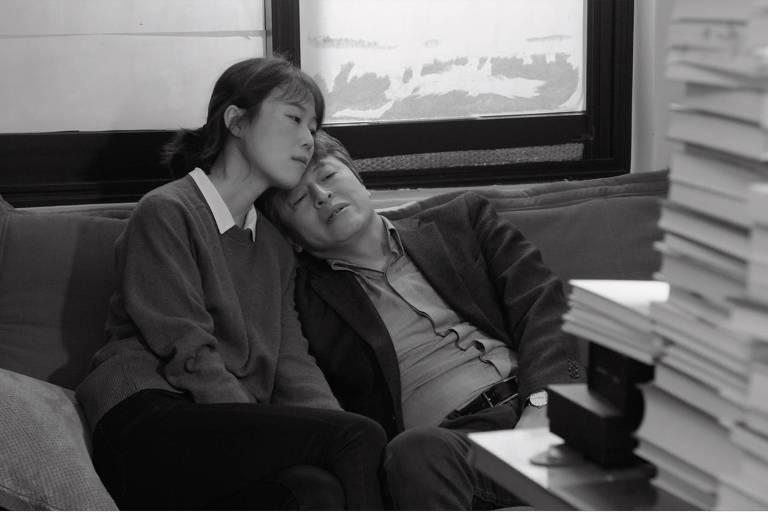 """Os atores Kim Min-hee e Kwon Hae-hyo em cena do filme """"O Dia Depois"""""""