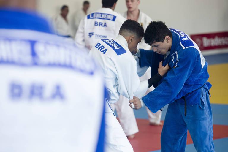 Judocas participam de treinamento da Confederação Brasileira de Judô no hotel Colonial Plaza