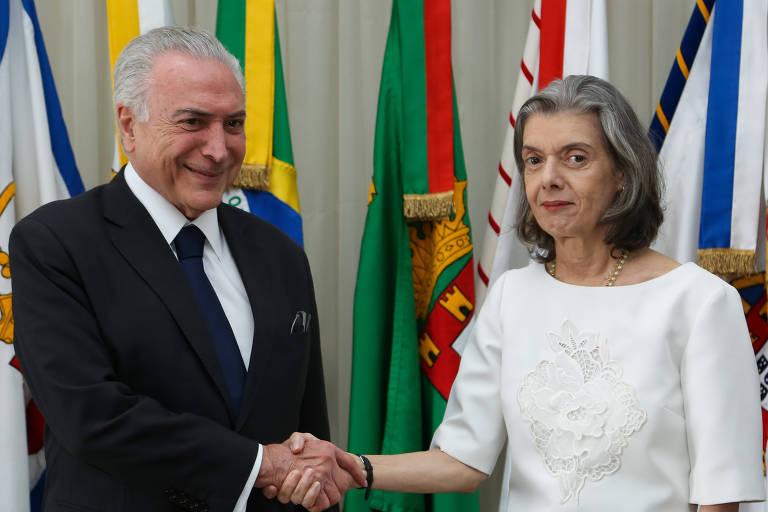 O presidente Michel Temer transmite cargo para a ministra Cármen Lúcia, do STF