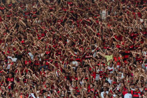 Rio de Janeiro, Rj, BRASIL. 18/06/2017;  Fotos da torcida no jogo Flamengo X Fluminence no maracana para o especial da Folha gritos da torcida.  ( Foto: Ricardo Borges/Folhapress)