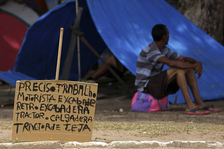 Venezuelano pede trabalho em Boa Vista, Roraima