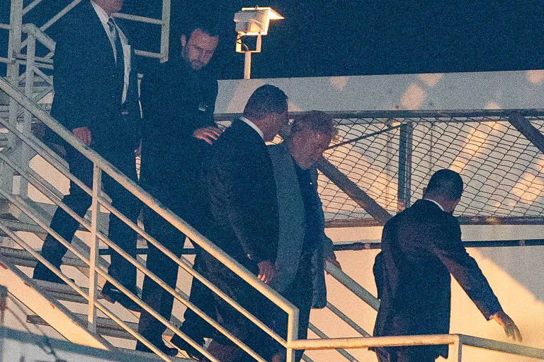 O ex-presidente Lula, ao chegar à sede da PF no Paraná, em abril