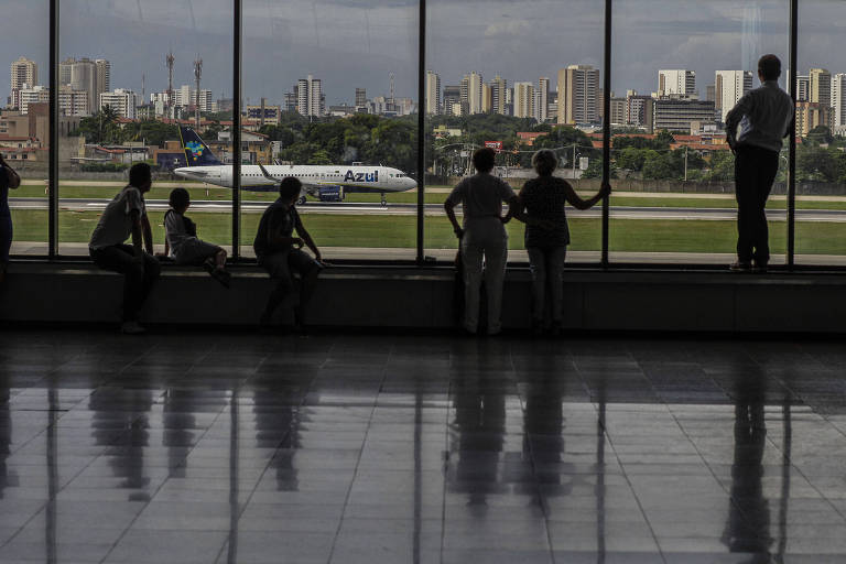 Loja no aeroporto de Fortaleza vende saco plástico a R$ 5