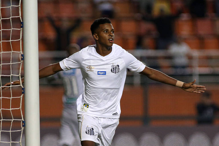 Rodrygo, do Santos, comemora seu gol, o segundo do Santos sobre o Ceará
