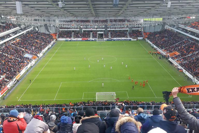 Visão que os torcedores têm da arquibancada provisória construída na Arena de Iekaterinburgo, que receberá jogos da Copa do Mundo de 2018, na Rússia