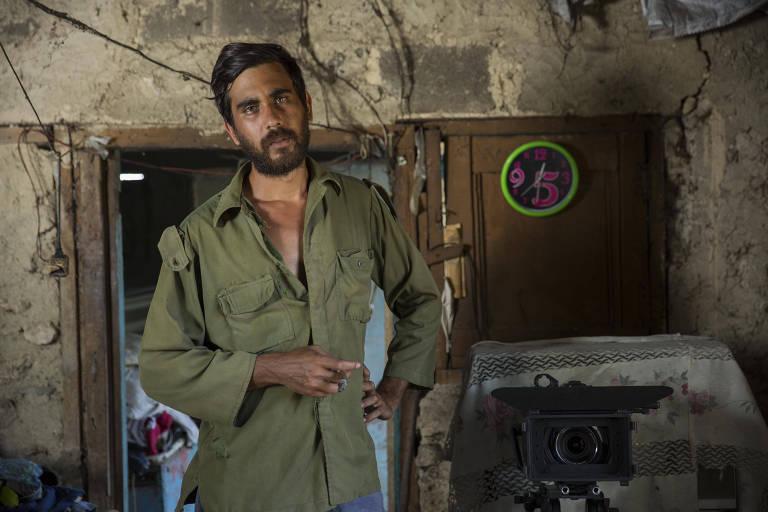 O estudante Alejandro Yero, 29, em local de filmagem de seu documentário em Playa Baracoa, Cuba