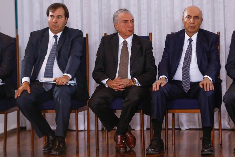 Da esq. para a dir., o presidente da Câmara, Rodrigo Maia, o presidente da República, Michel Temer, e o ex-ministro da Fazenda Henrique Meirelles, no Palácio da Alvorada, em Brasília, em março de 2017