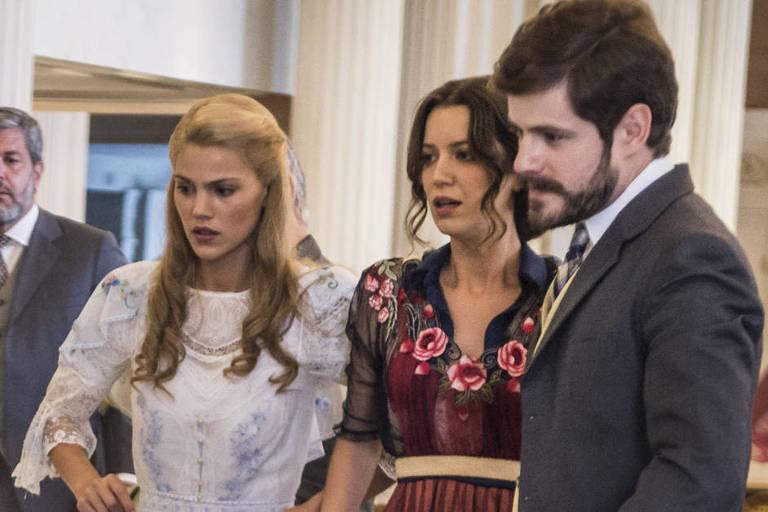 Jane (Pamela Tomé), Elisabeta (Nathalia Dill) e Camilo (Maurício Destri)