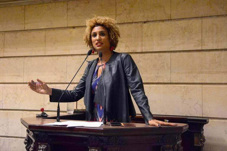A vereadora Marielle Franco fala no púlpito da Câmara Municipal do Rio de Janeiro
