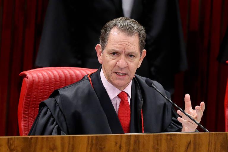 O corregedor do Conselho Nacional de Justiça, ministro João Otávio de Noronha, sentado durante sessão do TSE (Tribunal Superior Eleitoral)