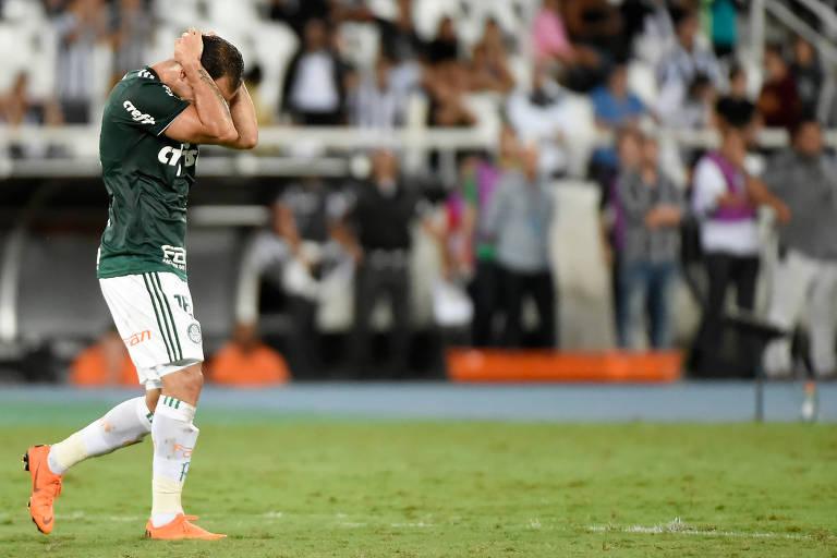 Guerra, o autor do gol do Palmeiras, lamenta empate do Botafogo no final da partida