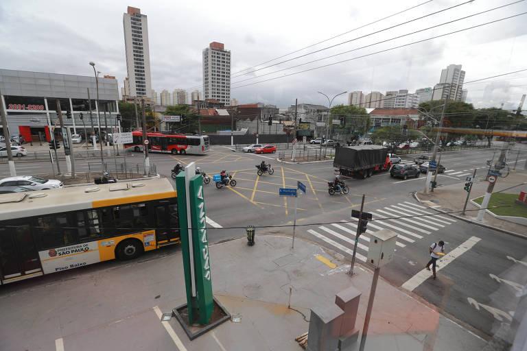 Cruzamento mais perigoso de São Paulo, na Alcântara Machado com Almirante Brasil, na Mooca