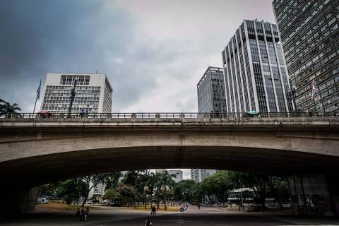 lightbox sp São Paulo, SP , BRASIL-12-05-2016: Ensaio fotográfico no Viaduto do Chá, Centro de São Paulo, local que será transformado em calçadão. Foto: Bruno Santos/ Folhapress) *** FOTO *** EXCLUSIVO FOLHA*** ORG XMIT: AGEN1605131636083558