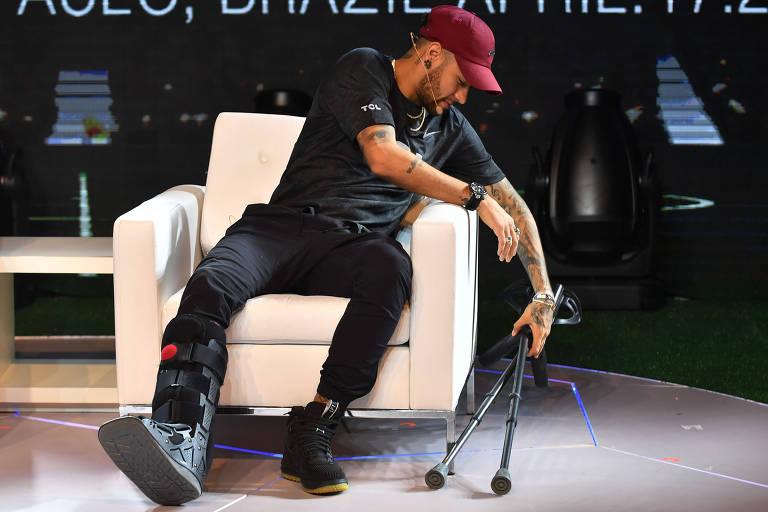 Neymar durante recuperação da lesão