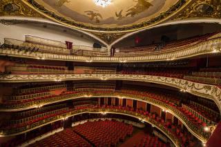 Especial Avaliacao dos maiores teatros de Sao Paulo. Cadeiras para o publico do  Theatro Municipal