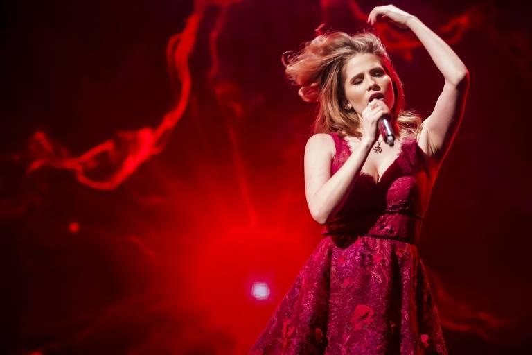A cantora brasileira Laura Rizzotto na final do concurso Supernova, que ela ganhou. Ela vai representar a Letonia no Eurovision 2018