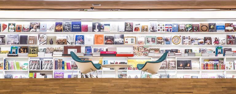 cadeiras em livraria