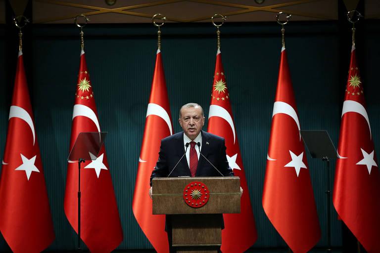 O presidente turco Recep Tayyip Erdogan anuncia a antecipação das eleições