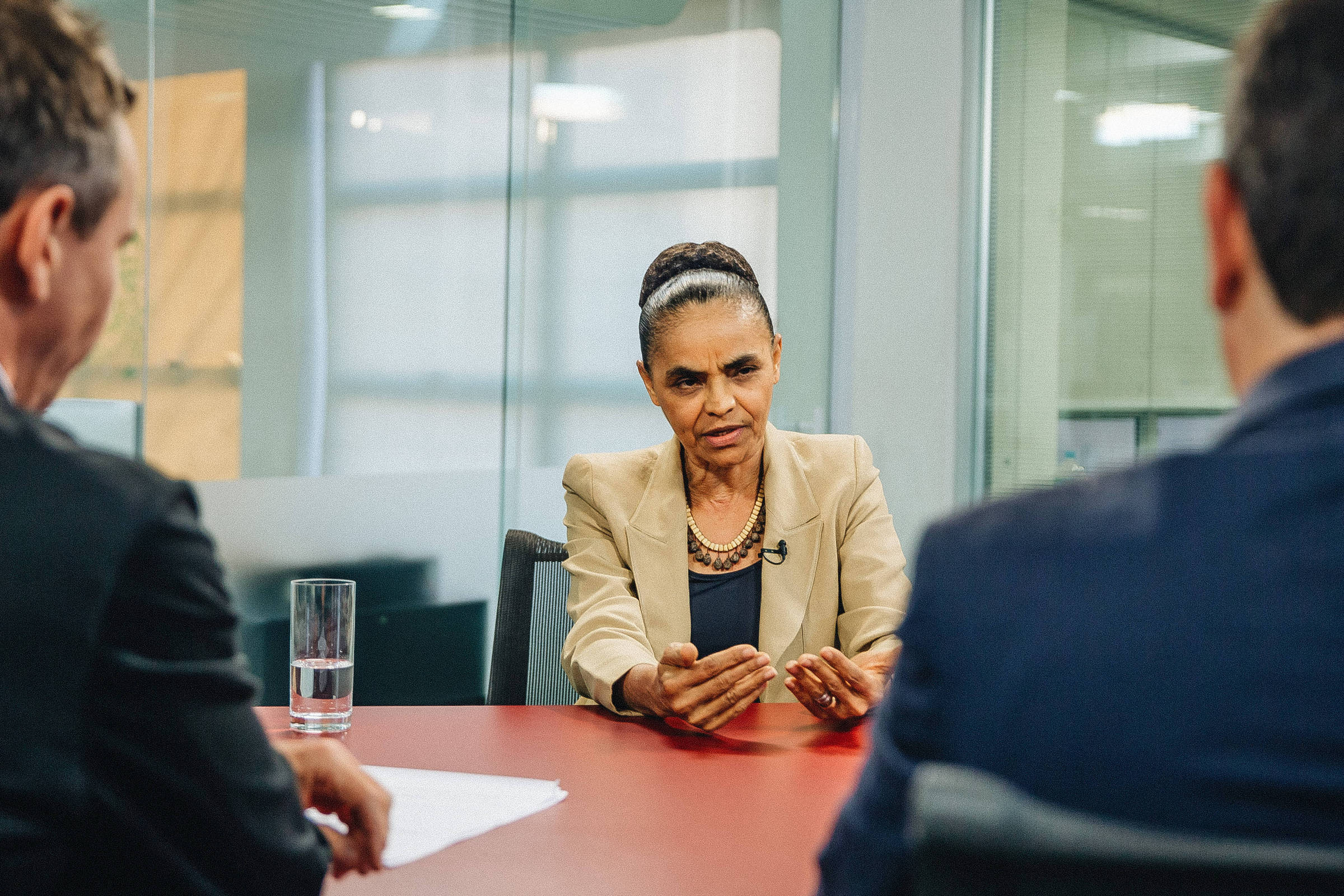 A pré-candidata à Presidência Marina Silva, durante entrevista no estúdio da TV Folha, em São Paulo