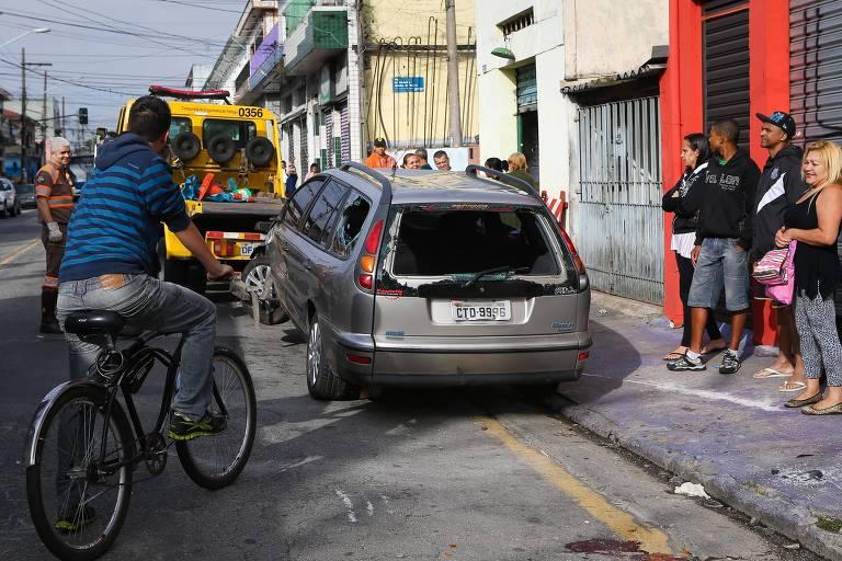 Carro dirigido por Rhenan Bento da Silva após atropelar um grupo de 15 pessoas no Jardim Brasil, na zona norte de São Paulo, em novembro de 2014