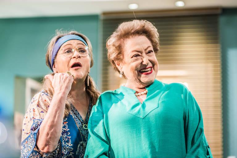 Fafy Siqueira e Suely Franco em cena da peça