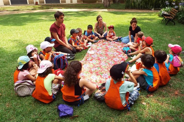 Crianças participam de piquenique na Fundação Cultural Ema Gordon Klabin