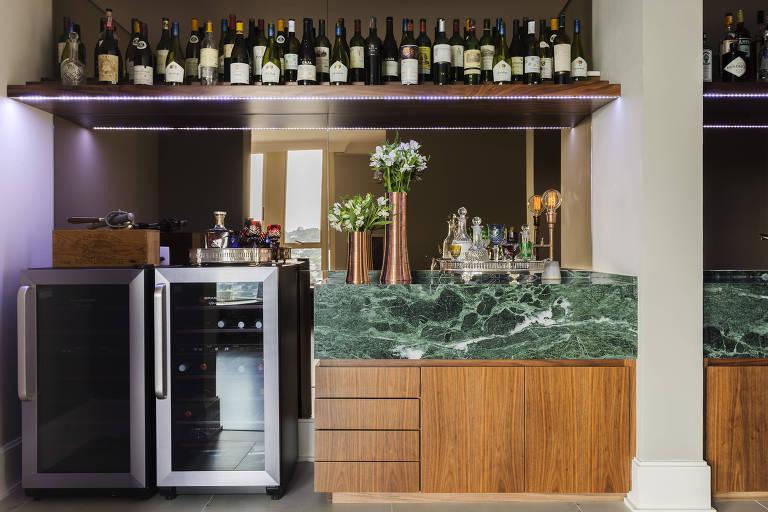 Móveis e projetos pensados para conservar vinhos