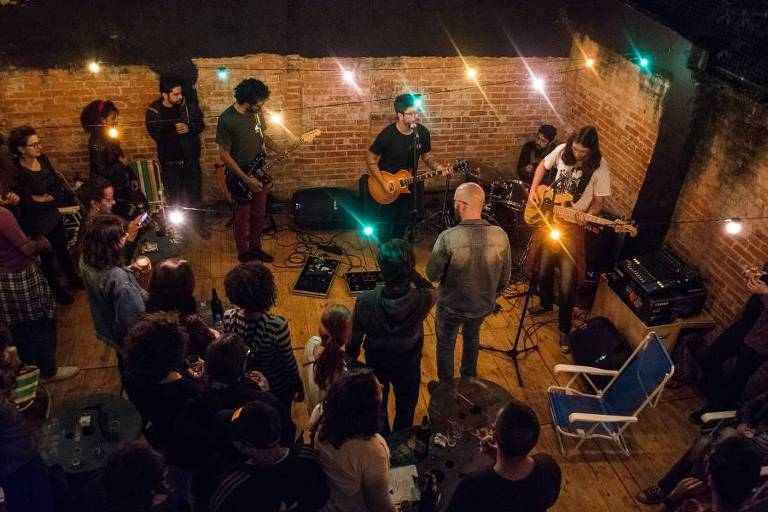Ambiente do bar vegano Baderna, no Sumaré; casa também recebe shows de rock