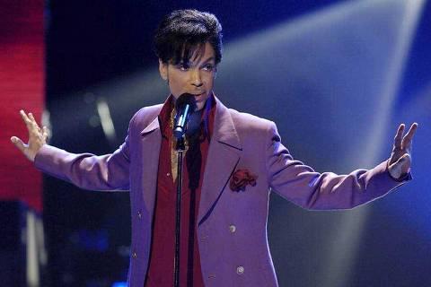 Prince faz performance surpresa durante a edição de 2006 do