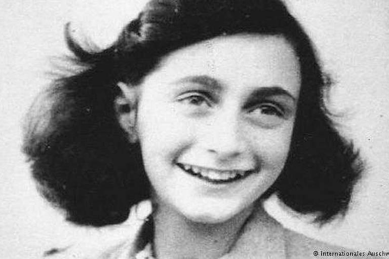 Último retrato conhecido de Anne Frank, aos 13 anos, antes de ser transportada ao campo de concentração