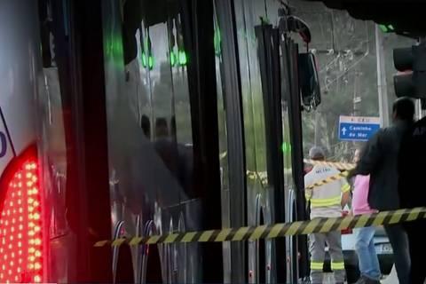 Tentativa de assalto em ônibus termina com 2 mortos e 5 feridos em SP