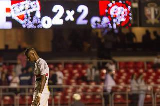 Atlético-PR arranca empate e elimina São Paulo da Copa do Brasil