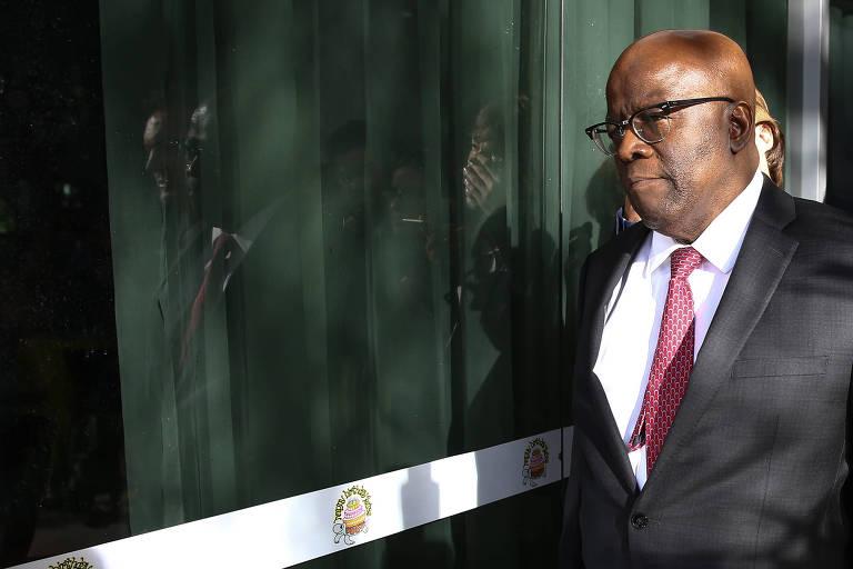 'Decisão de Barbosa foi correta, país não precisa de um juiz', diz leitor