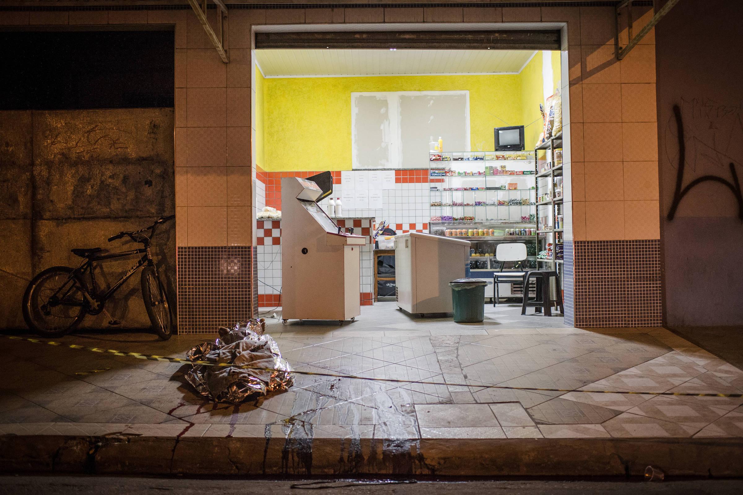 Sorveteria em Osasco onde uma pessoa morreu na mais violenta do ano na Grande São Paulo quando ao menos 20 pessoas foram mortas e sete ficaram feridas - Avener Prado - 14.ago.2015/Folhapress