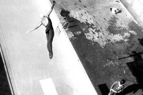 ORG XMIT: 392901_0.tif A atleta brasileira Silvia Helena durante prova de saltos ornamentais para os Jogos Pan-Americano de 1963, em São Paulo (SP). (São Paulo (SP), 24.04.1963. Foto: Folhapress)
