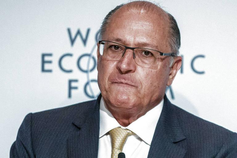 Alckmin de gravata amarela