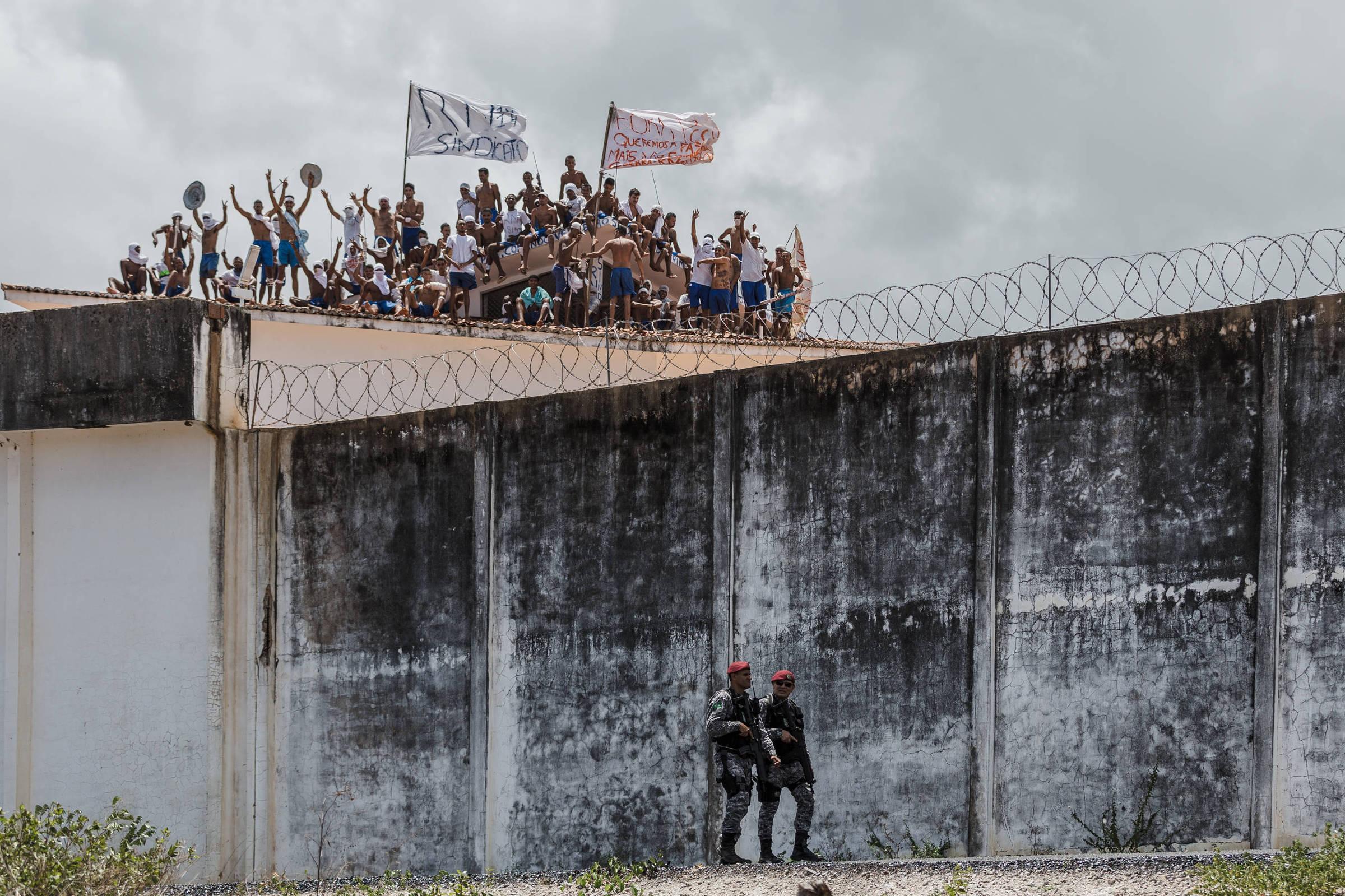 Presos rebelados na Penitenciária Estadual de Alcaçuz, no Rio Grande do Norte - Avener Prado - 16.jan.2017/Folhapress