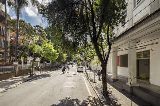 Coluna Leao Serva, Revista Sao Paulo.Rua Maria Antonia, em Higienopolis, separa o colegio e faculdade do Mackenzie (a esquerda) e  Centro Universitario da USP Maria Antonia ( a direita)