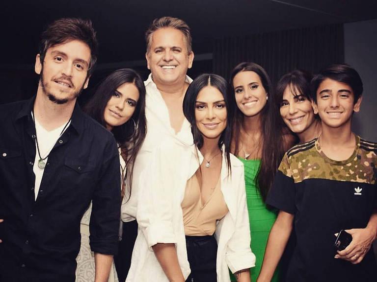 Cléo Pires e família