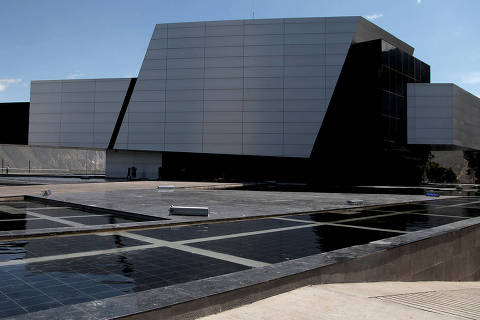(141205) -- QUITO, Dec. 5, 2014 (Xinhua) -- File photo taken on Nov. 28, 2014 shows the exterior of the new headquarters building of the Union of South American Nations (UNASUR, for its acronym in Spanish), in Quito, Ecuador. The new headquarters bulding of the UNASUR, called Nestor Kirchner, in honor of the former Argentinean President and the first General Secretary of the Organization, which has been under construction since Dec. 5, 2012, will be inaugurated on Friday with the presence of the Chiefs of State members of the UNASUR, according to the local press. (Xinhua/Santiago Armas) (rtg)