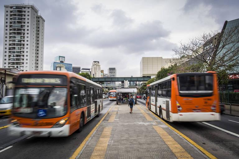 Corredor de ônibus na avenida Eusébio Matoso, na zona oeste de São Paulo