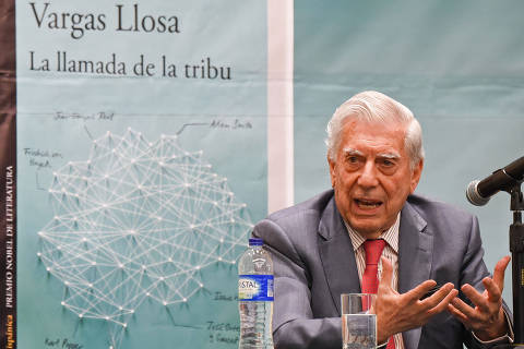 Peruvian Nobel prize-winning writter, Mario Vargas Llosa speaks during the presentation of his book