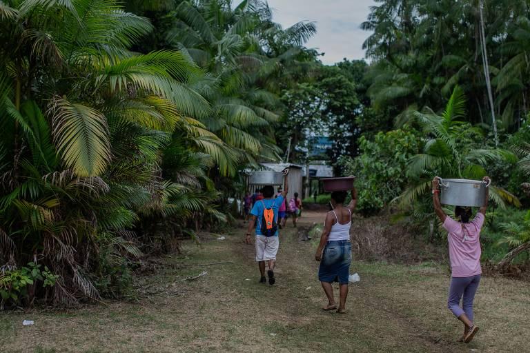 Moradores de São Gabriel da Cachoeira, no interior do estado do Amazonas