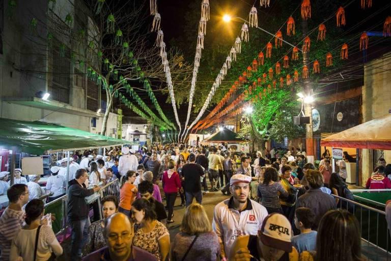 SAO PAULO, SP, BRASIL, 28.01.18 1h O que vai bombar no Carnaval 2018 nas ruas. Denny Azevedo, 34, e Ricardo Don, 31, artistas, no Academicos do Baixo Augusta. (Foto: Marcus Leoni / Folhapress, COTIDIANO)