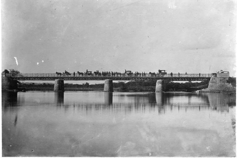 Ponte das Bandeiras, que substituiu a Ponte Grande em 1942