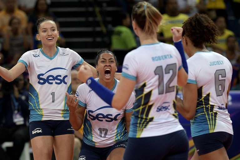 Jogadoras do Sesc Rio de Janeiro comemoram ponto