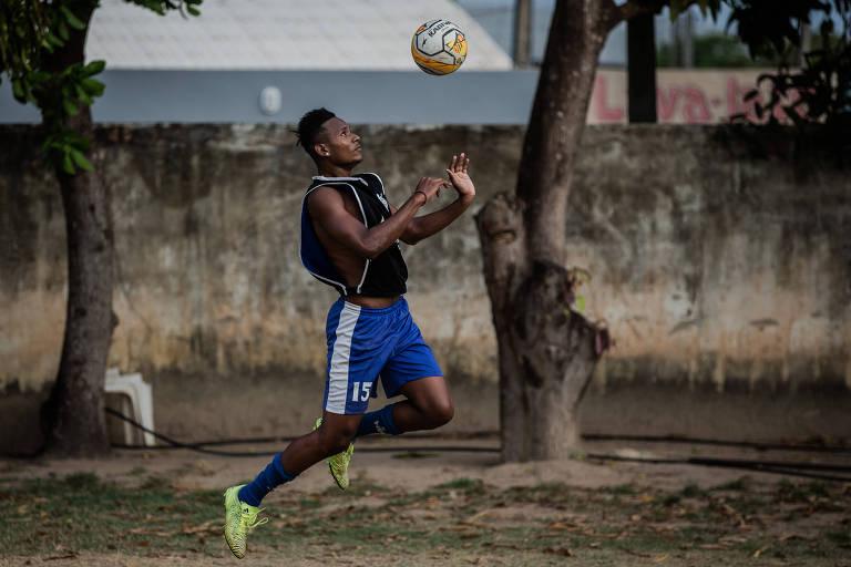 Venezuelano foge da fome e tenta a sorte no futebol de Roraima