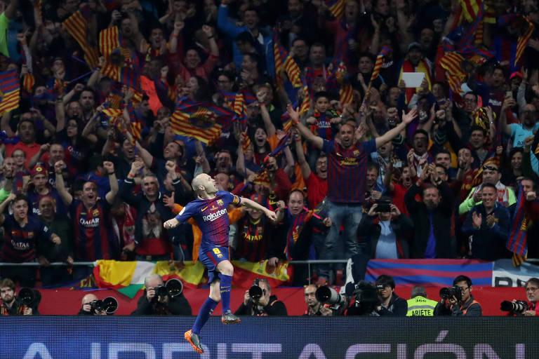 Iniesta comemora gol na vitória por 5 a 0 sobre o Sevilla na final da Copa do Rei